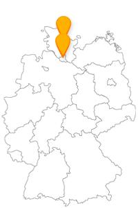 Eine Hafenbesichtigungstour mit dem Fernbus von Hamburg nach Kiel