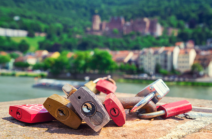 Eine Busreise nach Heidelberg könnte die junge Liebe besiegeln.