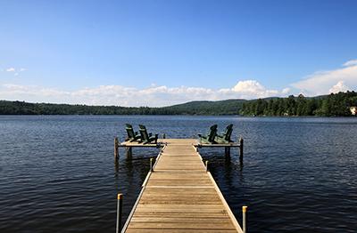 Eine Fahrt mit dem Bus an einen See ist im Sommer eine wunderbare Alternative zum Strandurlaub am Meer.