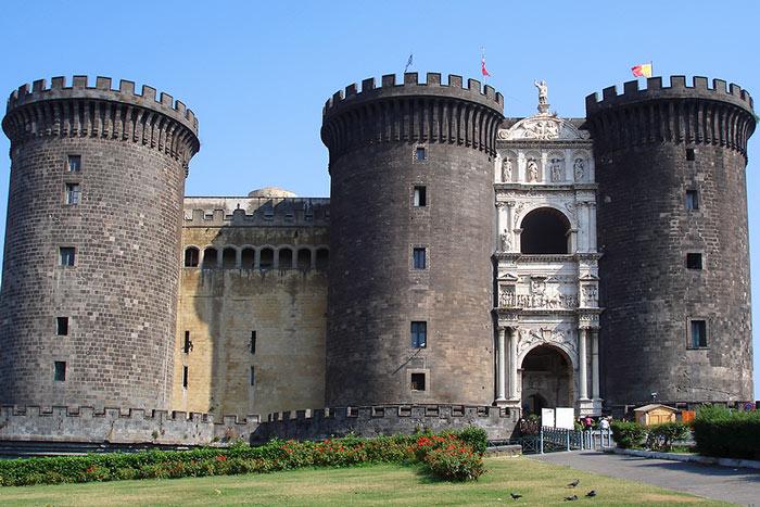 Un pullman per Napoli può essere un'idea per le vacanze di Pasqua