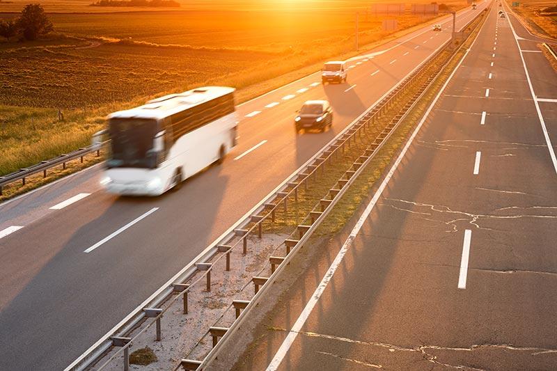Mit Bus und Auto unterwegs