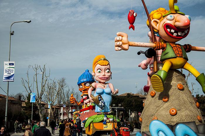 Con un pullman da Ancona sarete pronti in un lampo a festeggiare il carnevale a Fano
