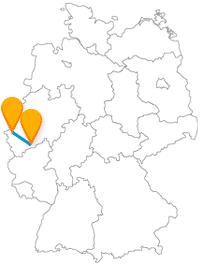 Machen Sie mit dem Fernbus zwischen Aachen und Bonn eine Dom-Schloss-Tour.