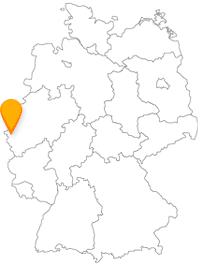 Der Fernbus nach Aachen hat eine wirtschaftlich und kulturell interessante Stadt zum Ziel.