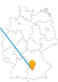 Die Reise mit dem Fernbus von Amsterdam nach Augsburg verbindet zwei historische Städte.