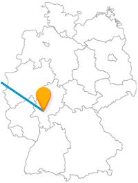 Nach der Fahrt mit dem Fernbus Amsterdam Frankfurt am Main können Sie in zwei Metropolen am Wasser spazieren gehen.
