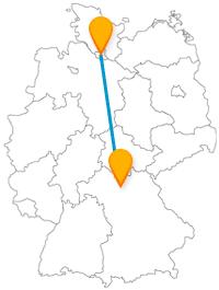Die Reise mit dem Fernbus von Bamberg nach Hamburg bringt Sie von einer toskanaähnlichen Gegend zu einem sehr hohen Turm.