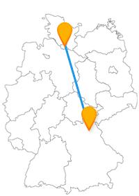 Wenn Sie in den Fernbus von Bayreuth nach Hamburg steigen, erwarten Sie das Neue Schloss in Bayreuth und das internationale Sommerfestival in Hamburg.