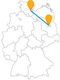 Ob Checkpoint Charlie oder das mittelalterliche Holstentor, die Reise im Fernbus Berlin Lübeck lohnt sich.