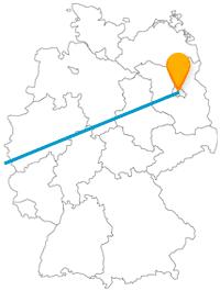 Entdecken Sie auf Ihrer Reise im Fernbus zwischen Berlin und Paris das Currywurstmuseum oder fahren mit der Seilbahn zum Sacré-Cœur.