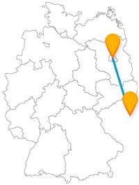 Verbinden Sie mit dem Fernbus Berlin Prag das Brandenburger Tor mit einer im 9. Jahrhundert errichteten Burg.