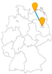 Mit dem Fernbus Berlin Warnemünde zum Berliner Dom oder zu einem Teepott.