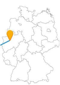 Es sind schon zwei Kontraste, die Sie mit dem Fernbus Bochum Paris für eine Städtereise verbinden.