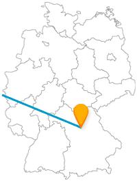 Spielzeug und ein Triumphbogen - die Fahrt im Fernbus zwischen Brüssel und Nürnberg bringt Ungewöhnliches zusammen.