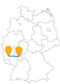 Wenn Sie mit dem Fernbus Darmstadt Hahn-Flughafen reisen, können Sie von einem ehemaligen Militärflughafen aus in den Urlaub starten oder die Waldspirale besuchen.
