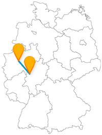 Die Fernbusfahrt zwischen Dortmund und Marburg ist eine zwischen Mittel- und Industriezeitalter.