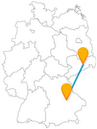 Die Fernbusfahrt von Dresden nach Regensburg reisen verbindet ein Symbol des Friedens mit zwei hohen Türmen.