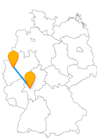 Westend Gate und Schlossturm erwarten Sie nach der Fahrt im Fernbus Düsseldorf Frankfurt Flughafen.