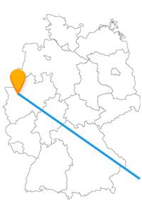 Verbinden Sie mit der Fahrt im Fernbus Duisburg Wien monumentale Bauwerke mit lebendigen Attraktionen.