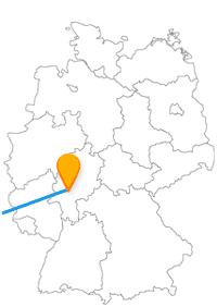 Der Fernbus Frankfurt Luxemburg führt Sie zur Pont Adolphe und zum Salzhaus.