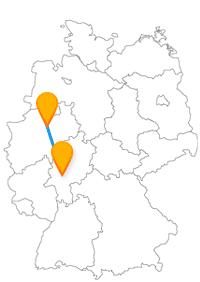 Wandeln Sie nach der Fahrt im Fernbus zwischen Frankfurt und Hamm durch Häuserschluchten, einen Grüngürtel bis zu einem Hindu-Tempel.