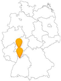 Eine Fernbusreise von Frankfurt nach Heidelberg verbindet eine geschichtsträchtig Kirche mit einer berühmten Schlossruine.