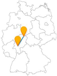 Eine Düne und ein Ballhaus? Der Fernbus zwischen Frankfurt und Kassel bringt es zusammen.