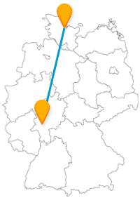 Die Reise mit dem Fernbus von Frankfurt nach Kiel verbindet Märkte und namhafte Gebäude.