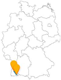 Zum Bächle oder hoch auf den Berg? Die Fahrt im Fernbus zwischen Freiburg und Singen macht beides möglich.