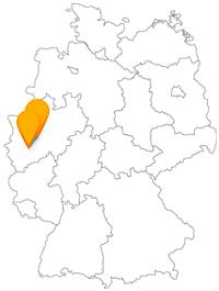 Verlassen Sie sich zuerst auf den schnellen Fernbus von Hagen nach Köln und danach auf die Kölner Buslinien vom Flughafen in die Innenstadt.