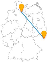 Die Reise mit dem Fernbus von Hamburg nach Prag bringt Sie von einem Museumsschiff zu einem Tor.
