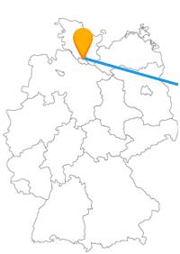 Die Reise mit dem Fernbus von Hamburg nach Warschau führt über die Grenze nach Polen.