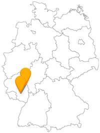 Die Fahrt mit dem günstigen Fernbus von Kaiserslautern nach Mainz verlässt das Bundesland Rheinland-Pfalz nicht.