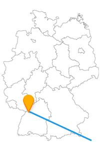 Residenz des Rechts oder Astronomisches Zentrum, mit dem Fernbus zwischen Karlsruhe und Rijeka verbinden Sie beides.