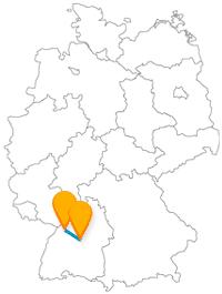 Der Fernbus Karlsruhe Stuttgart hat es nicht weit, daher können Sie zwischen den beiden Städten recht gut und preiswert pendeln.
