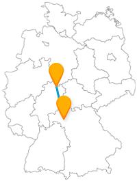 Nach der Fahrt im Fernbus von Kassel nach Würzburg können Sie es sich bei einem Glas Wein gemütlich machen.