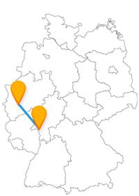Der Fernbus Köln Rüsselsheim ist auch für Autoliebhaber interessant, ansonsten gehen Sie einfach Ihrer Nase nach.