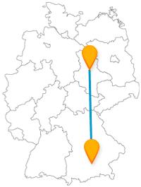 Entdecken Sie mit dem Fernbus zwischen Magdeburg und München ein hohes Holzgebäude und eine Filmstadt.