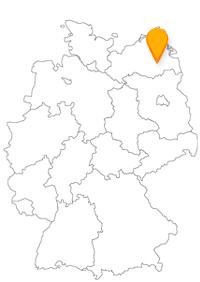 Der Fernbus in Neubrandenburg kommt aus verschiedenen Richtungen an und hat eine historisch interessante Stadt zum Ziel.