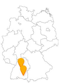 Der Fernbus Ravensburg Stuttgart bringt Sie zum Schloss Solitude und dem Blauen Haus.