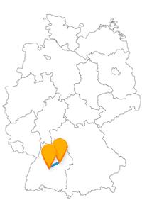Wenn Sie mit dem Fernbus Schwäbisch Gmünd Stuttgart unterwegs sind, können Sie im Turmkorb die Aussicht genießen oder das Rokokoschlößle besuchen.