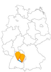 Nicht nur monumental, sondern auch historisch gesehen ist die Reise im Fernbus Tübingen Ulm beeindruckend.