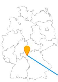 Die Reise mit dem Fernbus von Wien nach Würzburg verbindet zwei Städte mit gleich mehreren Schlössern und Burgen.