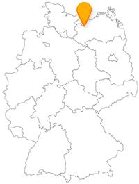 Der Fernbus nach Wismar hält in einer gemütlichen, alten Hansestadt.