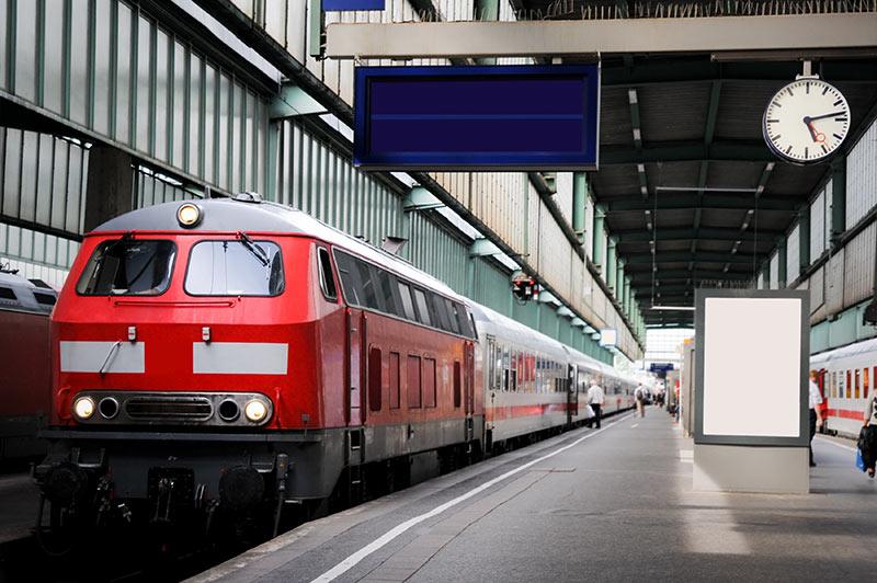 Zug bereit für günstige Bahnverbindung